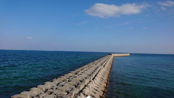 伊野田漁港から、のびる堤防