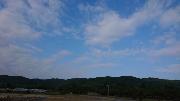 曇の天気から青空が広がります