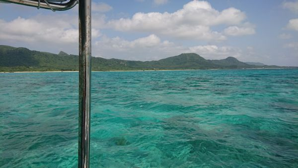 天気は晴れ、海の色もきれいです