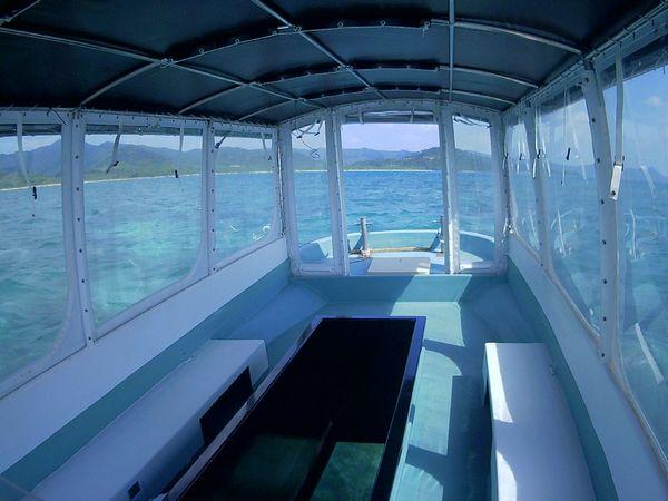 がらーんとしたグラスボート