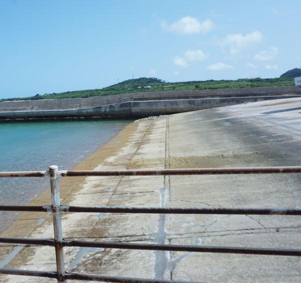 港、スロープの清掃作業