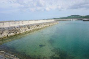 晴れた穏やかな石垣島。グラスボートに乗らなくてもお魚さん観察♪