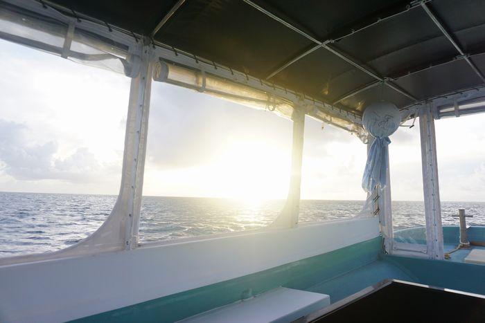 さぁ早朝グラスボートツアー朝日は。。。