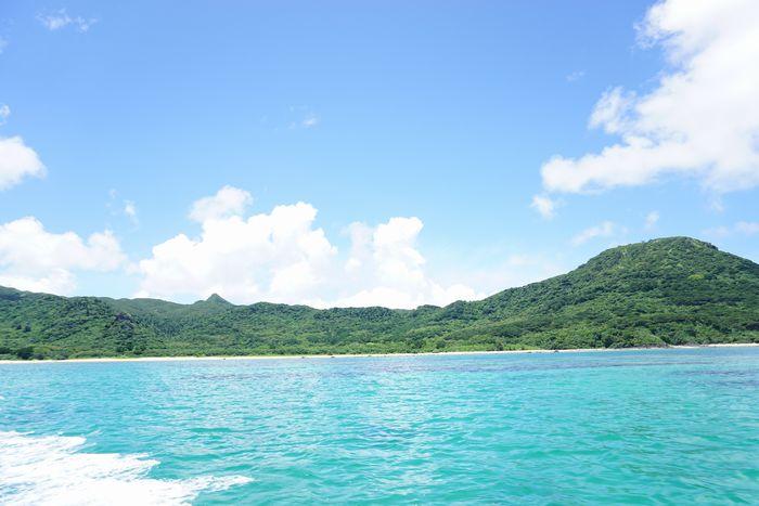 海にでると海はエメラルドグリーン