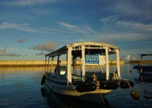 夕方から楽しむアクティビティにグラスボート!