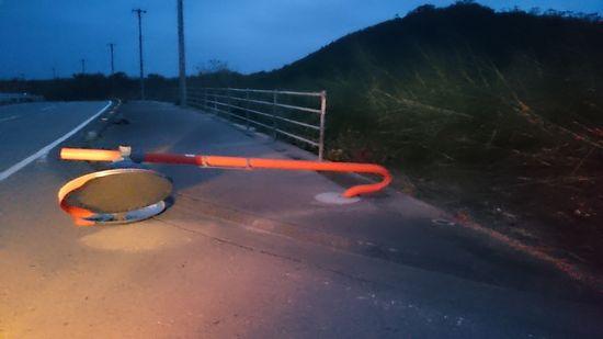台風通過後のミラー