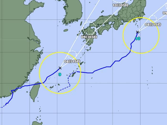 台風がせわしい天気図